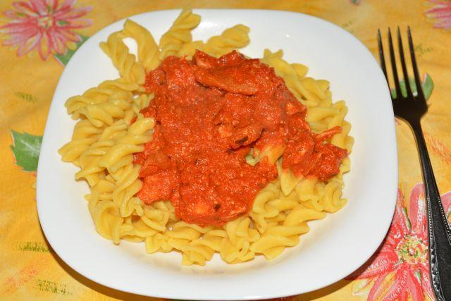 Ricottás paradicsommártásos spagetti